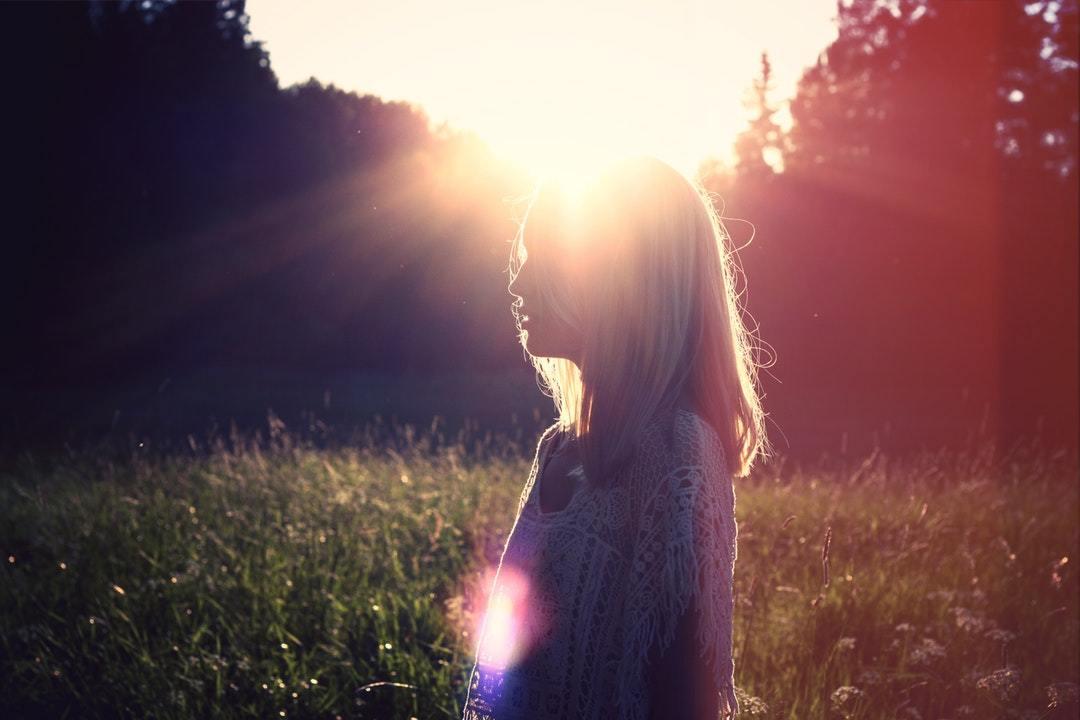 经典说说心情短语 回忆是一座桥, 却是通往寂寞的牢