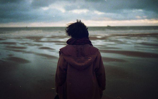 qq说说心情短语 彼此沉默太久就连主动都需要勇气